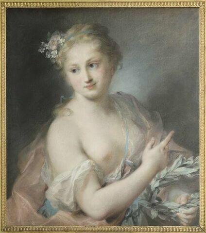 Jeune fille tenant une couronne de laurier, nymphe de la suite d'Apollon.