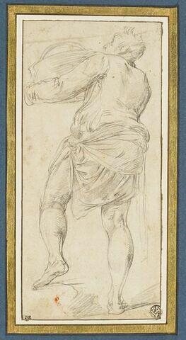 Homme debout, portant un vase, vu de dos