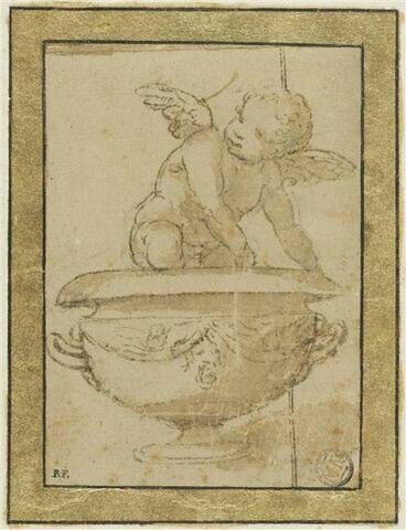 Enfant ailé assis sur un vase