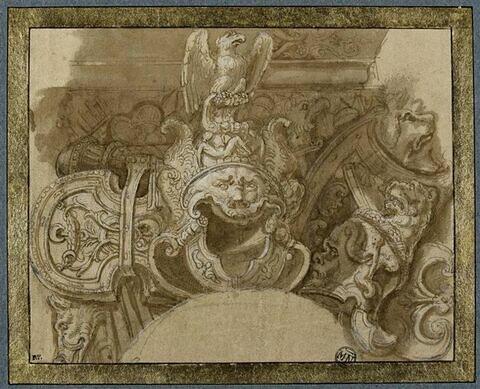 Trophée d'arme avec un casque surmonté d'un aigle