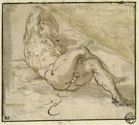 Homme nu, couché sur le sol, les jambes croisées