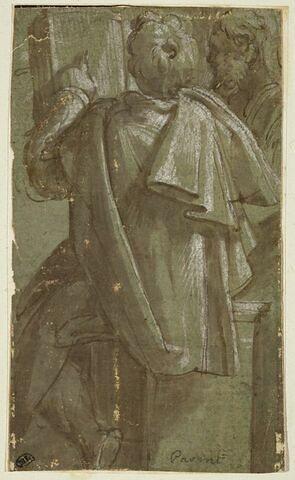Homme de dos, en manteau, pointant un passage dans un livre, accompagné d'un autre homme