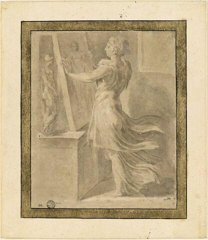 Femme debout, peignant une toile d'après une statuette