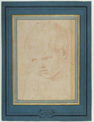 Tête d'enfant regardant à gauche