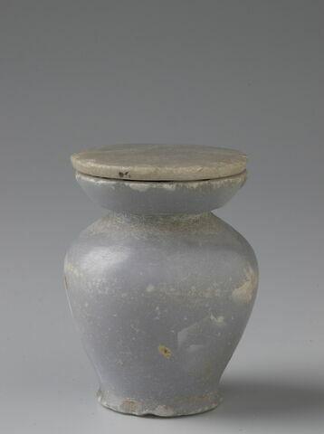 pot à kohol à collerette plate ; couvercle de vase