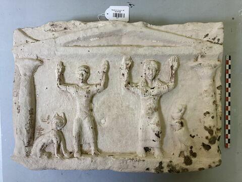 stèle en façade de naos ; stèle de type Kom Abou Billo