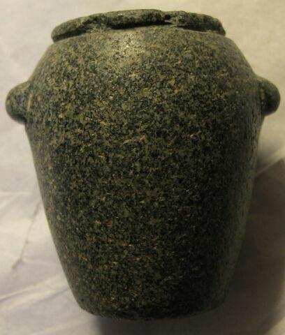 tonnelet à oreilles tubulaires ; vase miniature
