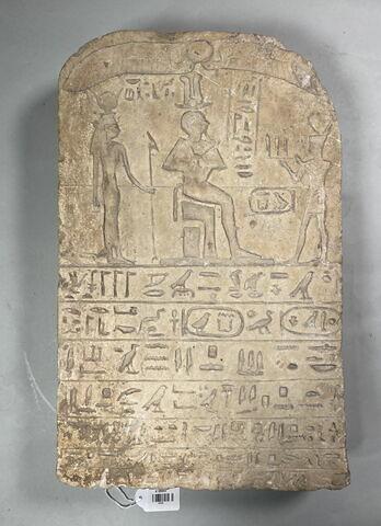 stèle cintrée ; stèle de donation
