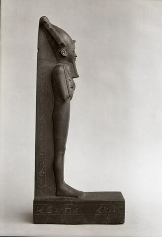 vue d'ensemble ; profil droit © Musée du Louvre / Maurice et Pierre Chuzeville
