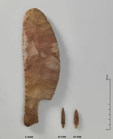 couteau bifacial ; couteau à soie