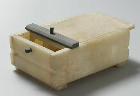 coffre rectangulaire ; coffret à couvercle à glissière