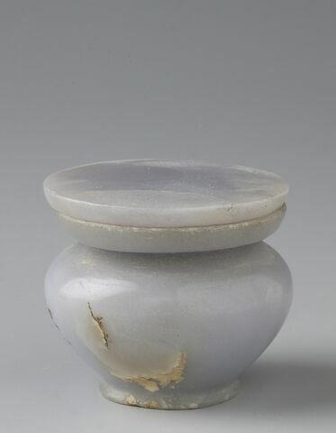 pot à kohol à collerette plate ; couvercle de vase ; kohol