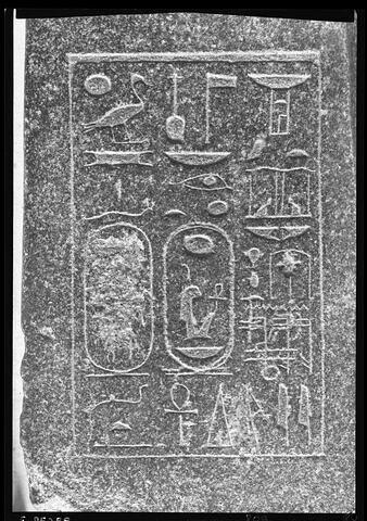 détail inscription ; vue de dessus © Musée du Louvre / Gérard Franceschi