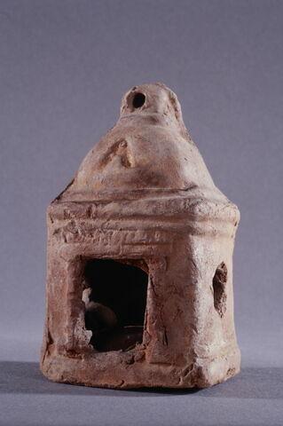 figurine ; lanterne