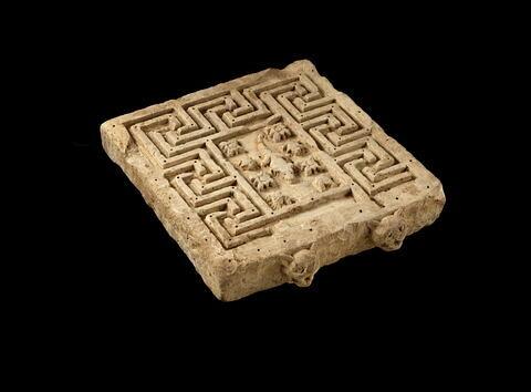 table d'offrandes en labyrinthe