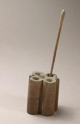 étui à kohol quadruple ; bâtonnet à kohol en massue