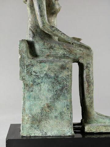 profil droit ; détail inscription © 2014 Musée du Louvre / Georges Poncet
