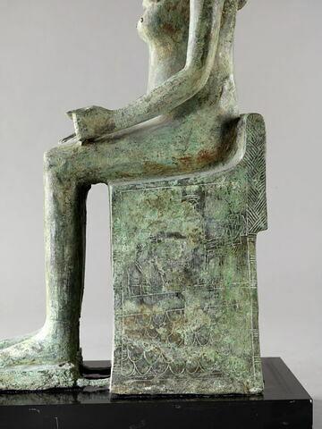 profil gauche ; détail inscription © 2014 Musée du Louvre / Georges Poncet
