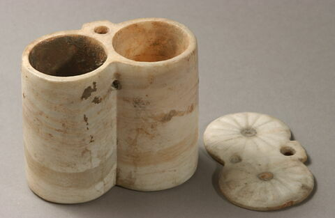 boîte ; boîte à couvercle pivotant ; vase