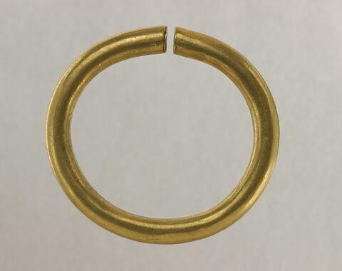 anneau ouvert ; bracelet  ; boucle d'oreille