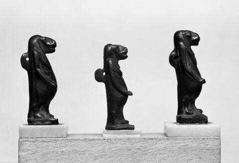 vue groupée ; vue d'ensemble ; profil droit © Musée du Louvre / Maurice et Pierre Chuzeville