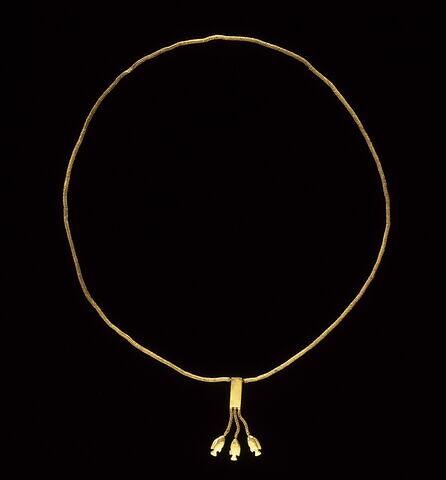 collier ; chaîne ; pendentif