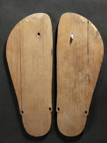 sandale à bout rond  ; simulacre