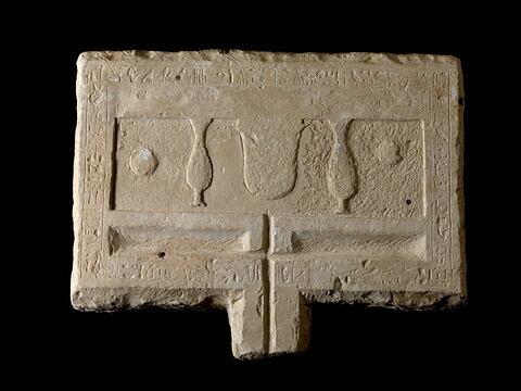 table d'offrandes rectangulaire à bec rectangulaire ; table d'offrandes à 2 bassins