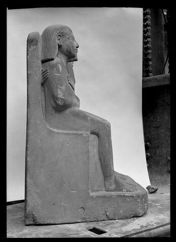 vue d'ensemble ; profil droit © 1972 Musée du Louvre / Maurice et Pierre Chuzeville