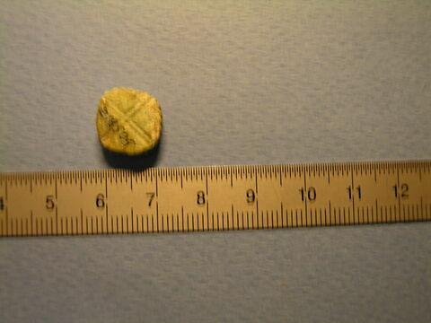 perle en pastille ronde dentelée ; perle ; amulette