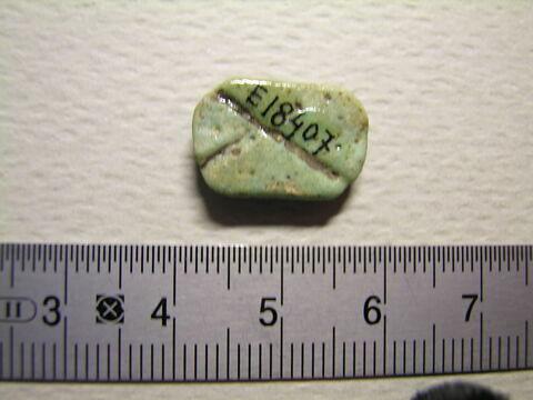 perle en pastille ovale ; perle ; amulette