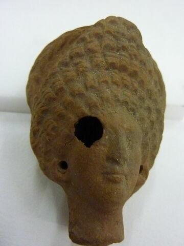 figurine de tête de femme romaine à cou fermé