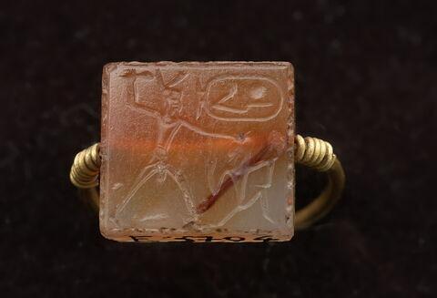 bague à chaton mobile ; bague à chaton rectangulaire ; bague en anneau à extrémités enroulées ; bague en anneau mince