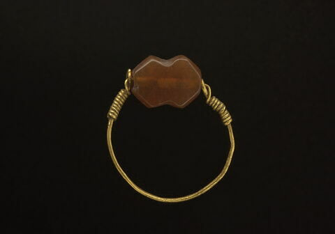 bague à axe à extrémités enroulées ; bague à chaton mobile ; bague en anneau mince