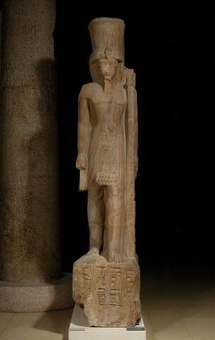 statue colossale ; statue porte enseigne