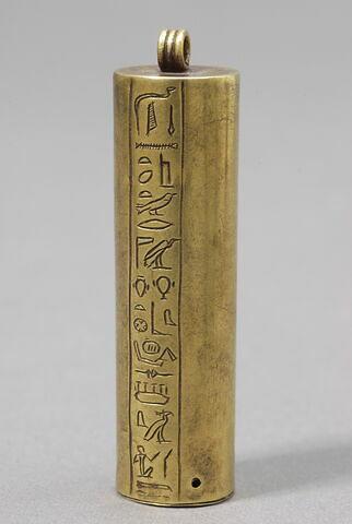 pendentif ; amulette ; boîte cylindrique