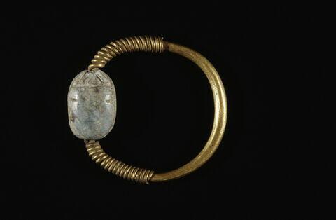 bague à chaton mobile ; bague en anneau à extrémités enroulées ; scarabée