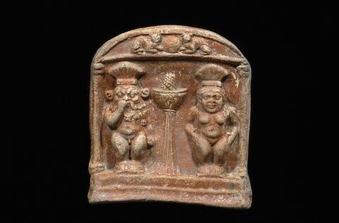 figurine ; stèle cintrée