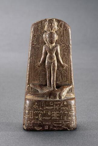 stèle d'Horus ; stèle cintrée