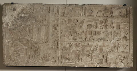 relief mural ; linteau ; stèle rectangulaire allongée