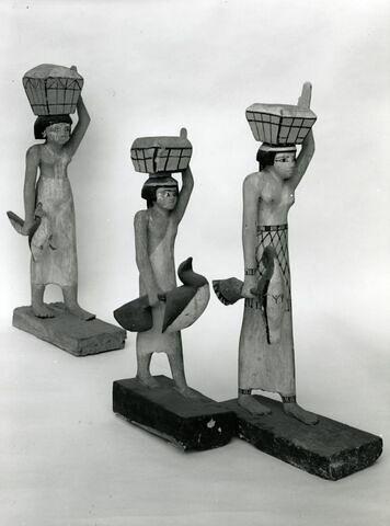 vue groupée ; vue d'ensemble ; trois quarts droit © Musée du Louvre / Maurice et Pierre Chuzeville