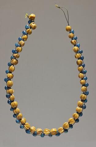 collier ; perle sphérique