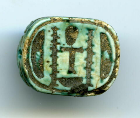 scaraboïde ; perle en pastille ovale