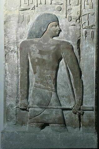 relief mural ; bloc de paroi ; stèle fausse porte