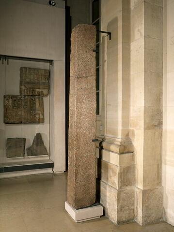 vue d'ensemble ; trois quarts © 2011 Musée du Louvre / Georges Poncet