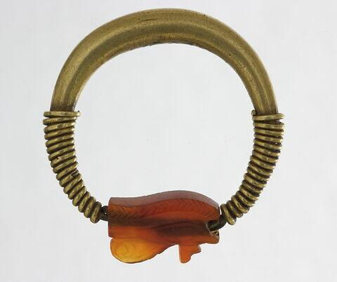 bague en anneau renflé ; bague en anneau à extrémités enroulées ; amulette