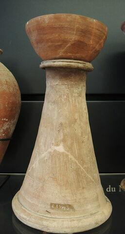 support de vase en tronc de cône