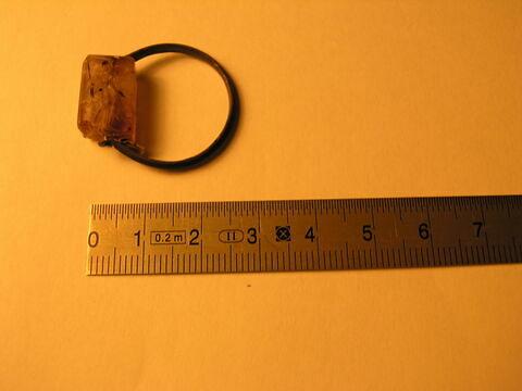 bague en anneau à extrémités aplaties ; bague en anneau à section triangulaire ; bague à chaton rectangulaire ; bague à chaton mobile