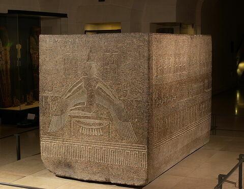 vue d'ensemble ; trois quarts © 2005 Musée du Louvre / Christian Décamps