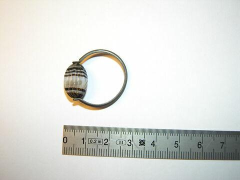 bague à chaton mobile ; bague à chaton ovale ; bague en anneau ; scaraboïde ; intaille